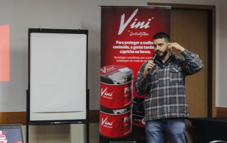 Flávio Bajon apresentando perspectivas para as vendas em 2018